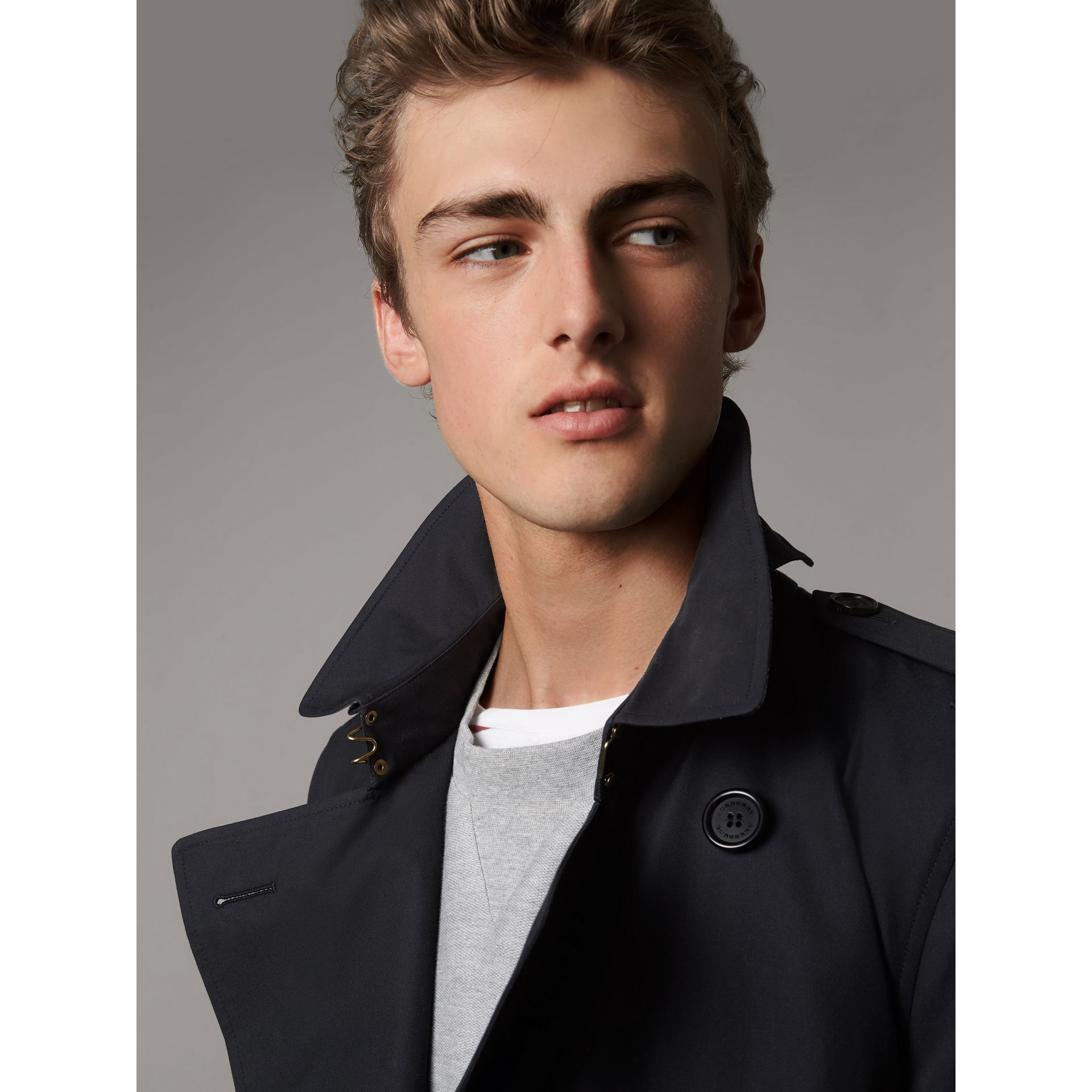 The Kensington - Trench coat medio (Navy) - Uomo | Burberry - immagine della galleria 5