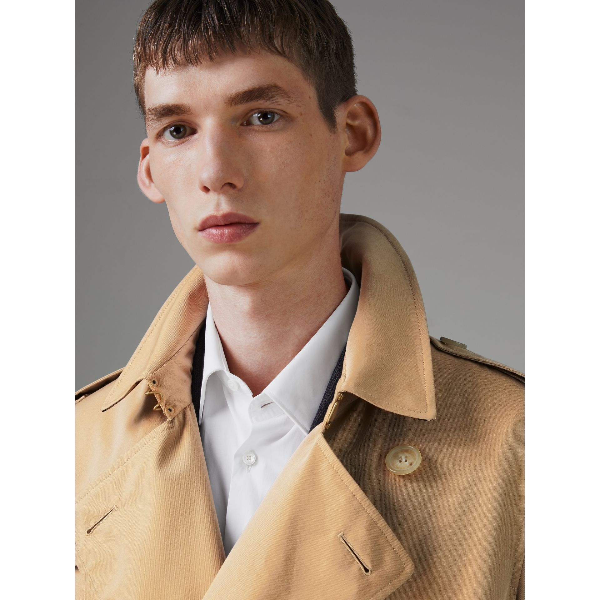 Trench coat Heritage The Kensington (Miele) - Uomo | Burberry - immagine della galleria 1