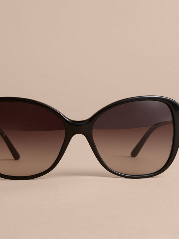 Check Detail Butterfly Frame Sunglasses Black - cell image 2