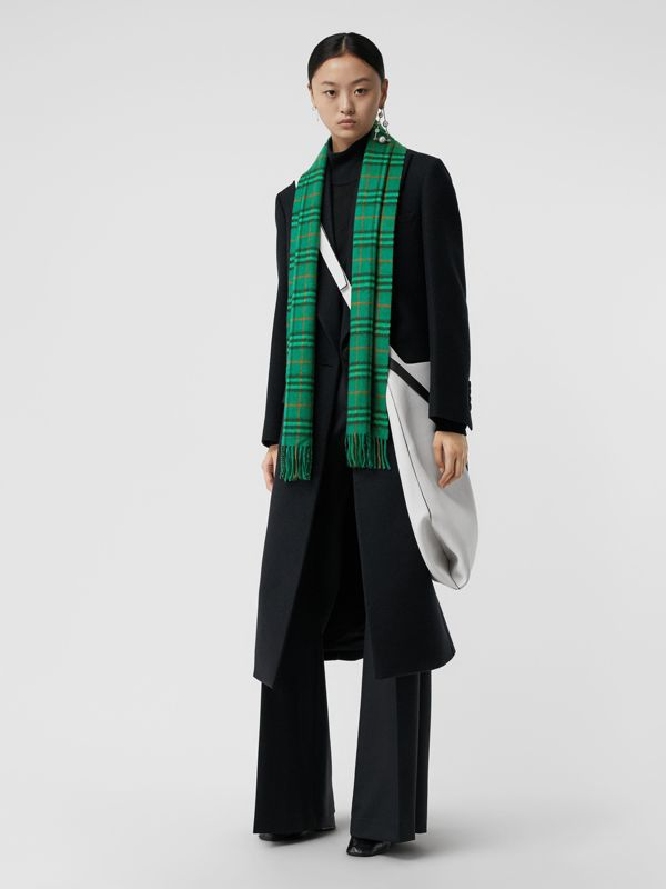 The Classic Vintage Check Cashmere Scarf in Viridian Green | Burberry Australia - cell image 2