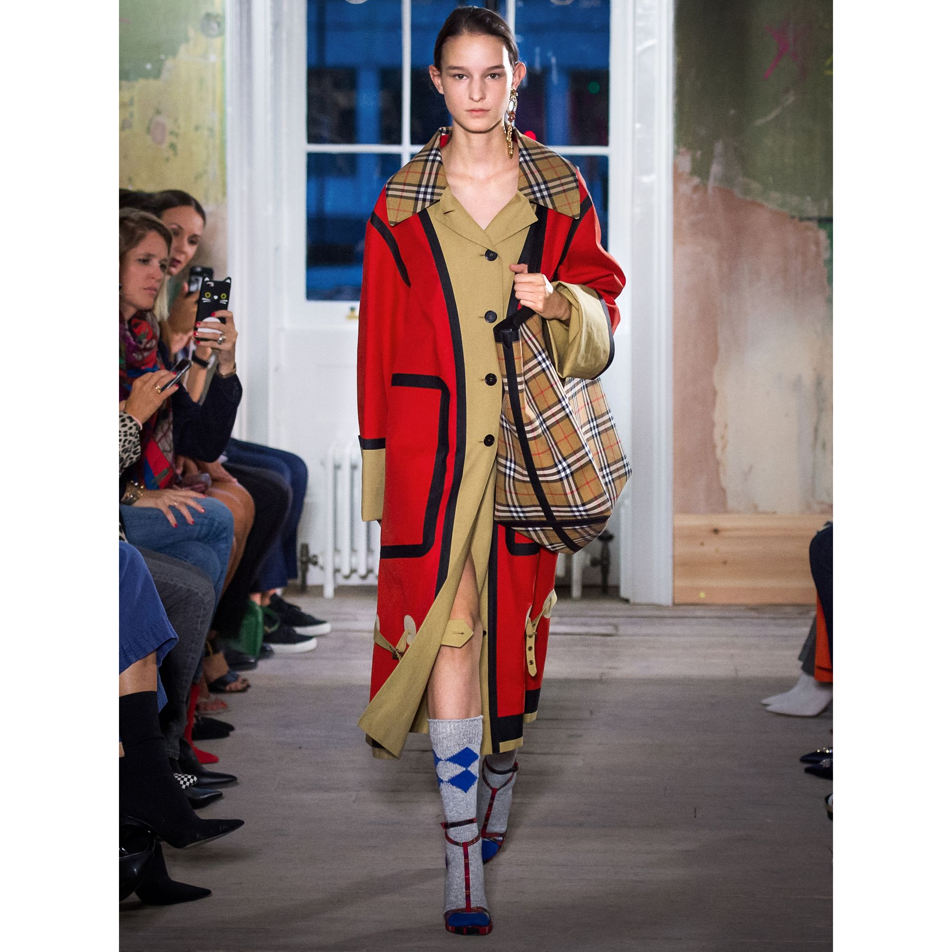 Bonded Cotton Oversized Seam-sealed Car Coat in Red/beige - Women | Burberry Singapore - gallery image 5