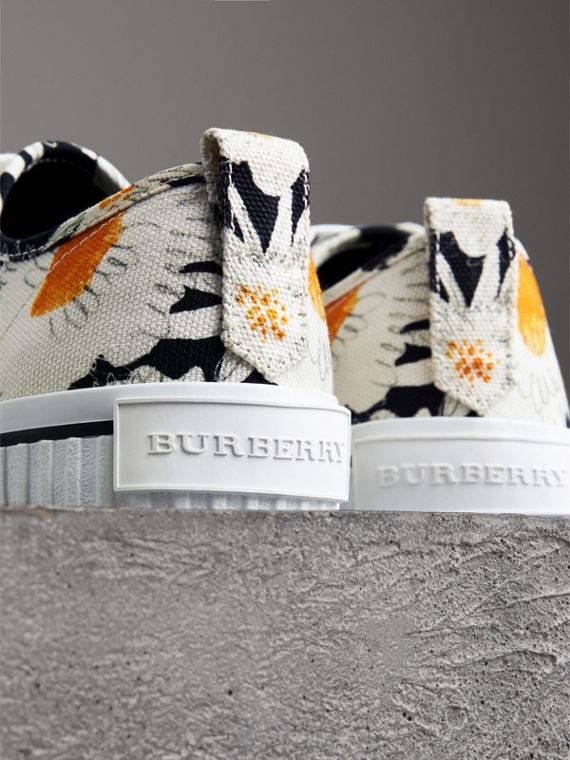 Daisy Print Cotton Canvas Sneakers in Black | Burberry - cell image 3