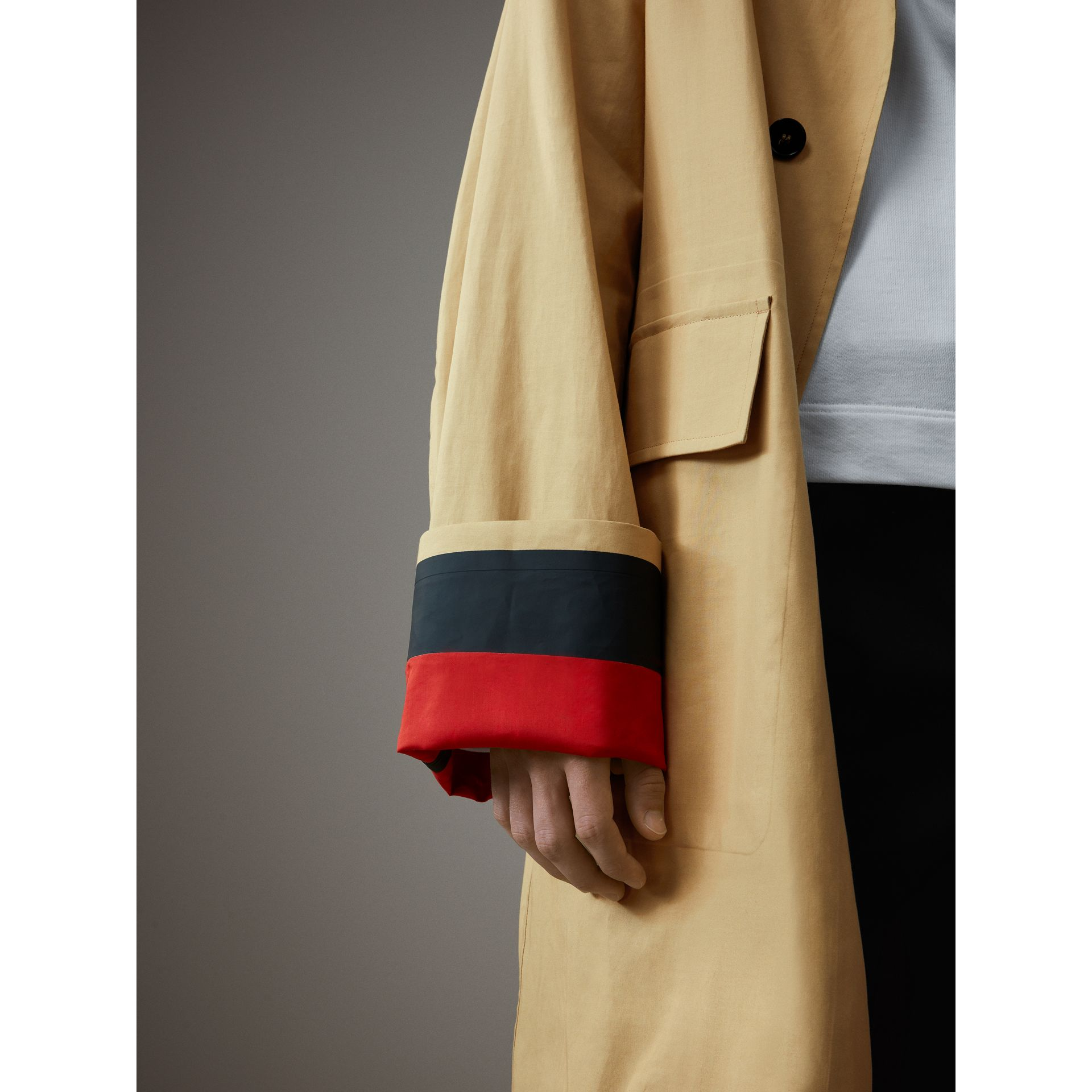 Bonded Cotton Oversized Seam-sealed Car Coat in Beige/red - Men | Burberry Singapore - gallery image 2