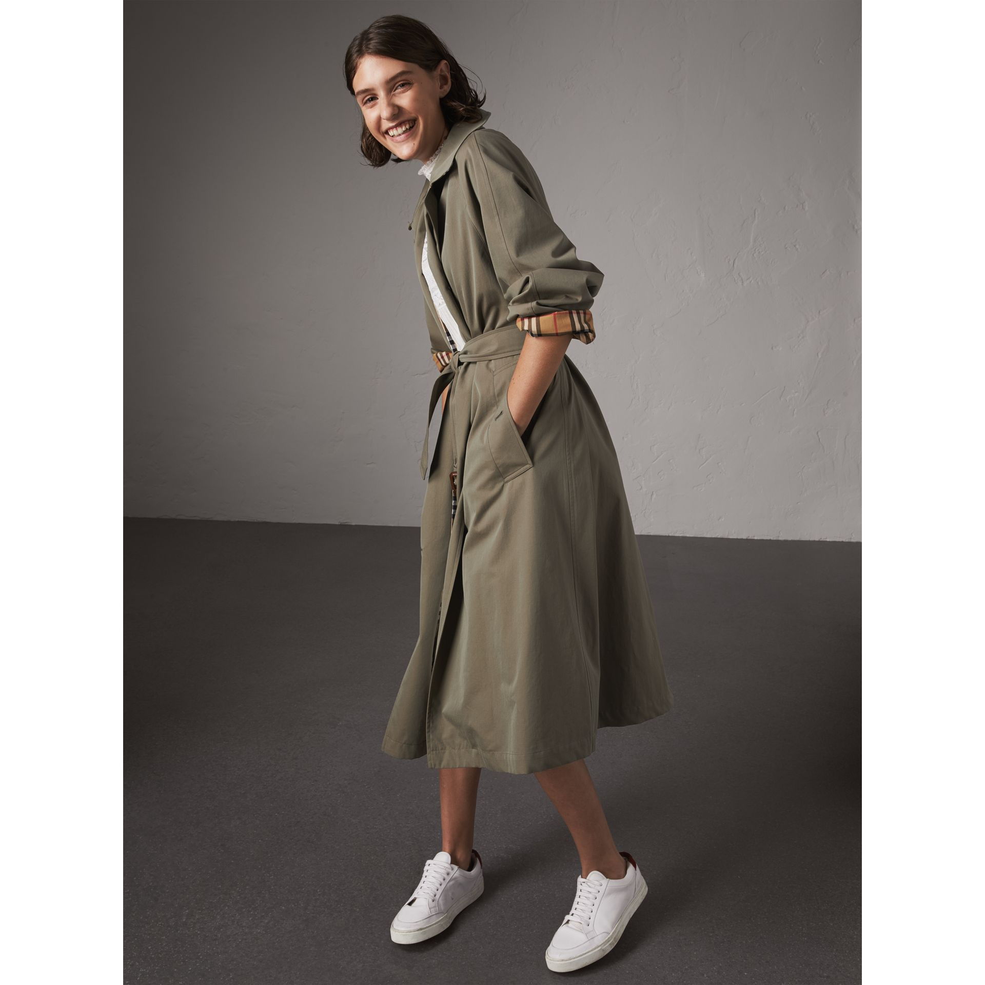 The Brighton Car Coat (Verde Gesso) - Donna | Burberry - immagine della galleria 6