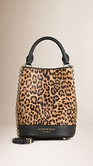 Tasche Burberry Small Bucket aus Kalbfell in Animal Print