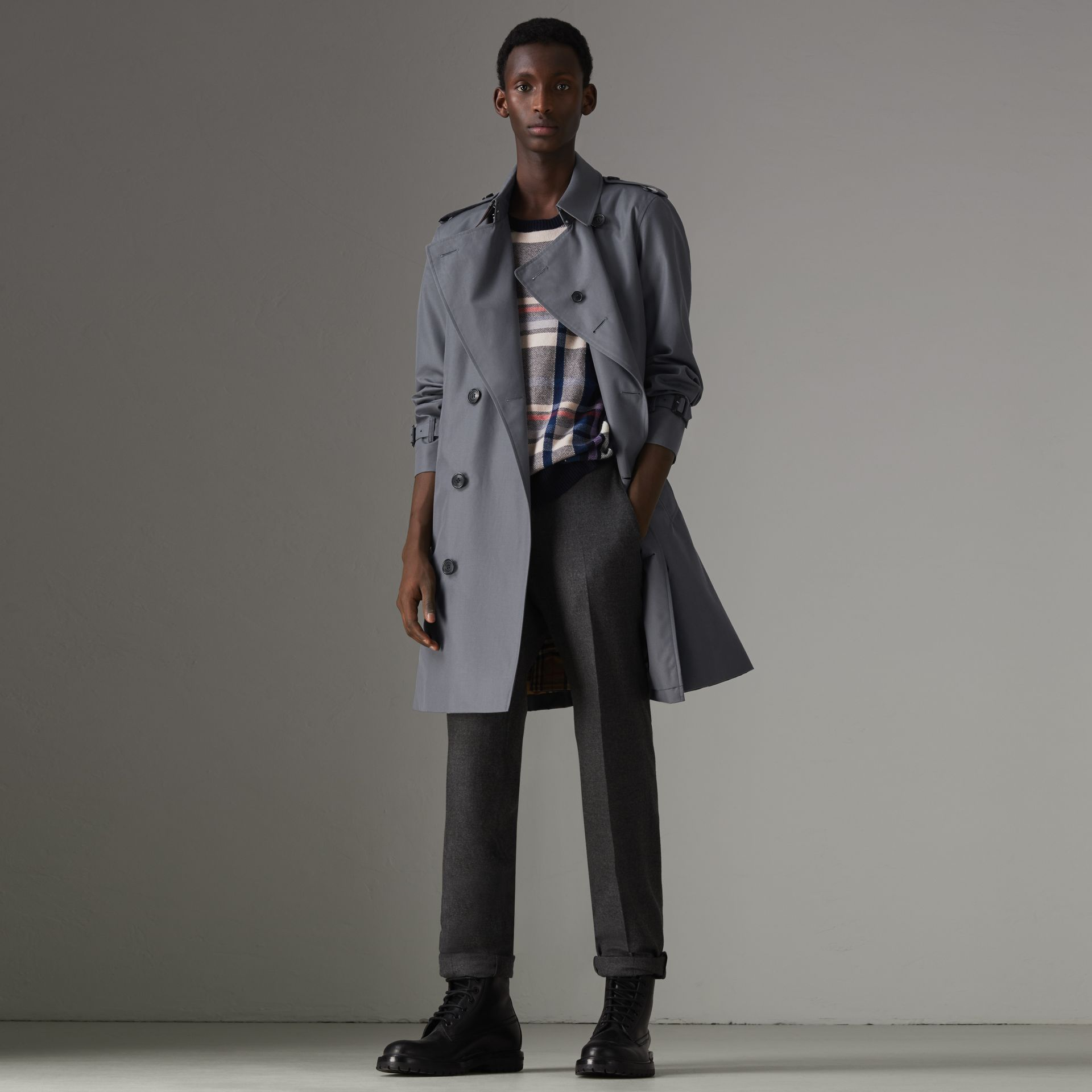 The Chelsea Heritage Trench Coat in Mid Grey - Men | Burberry Australia - gallery image 5