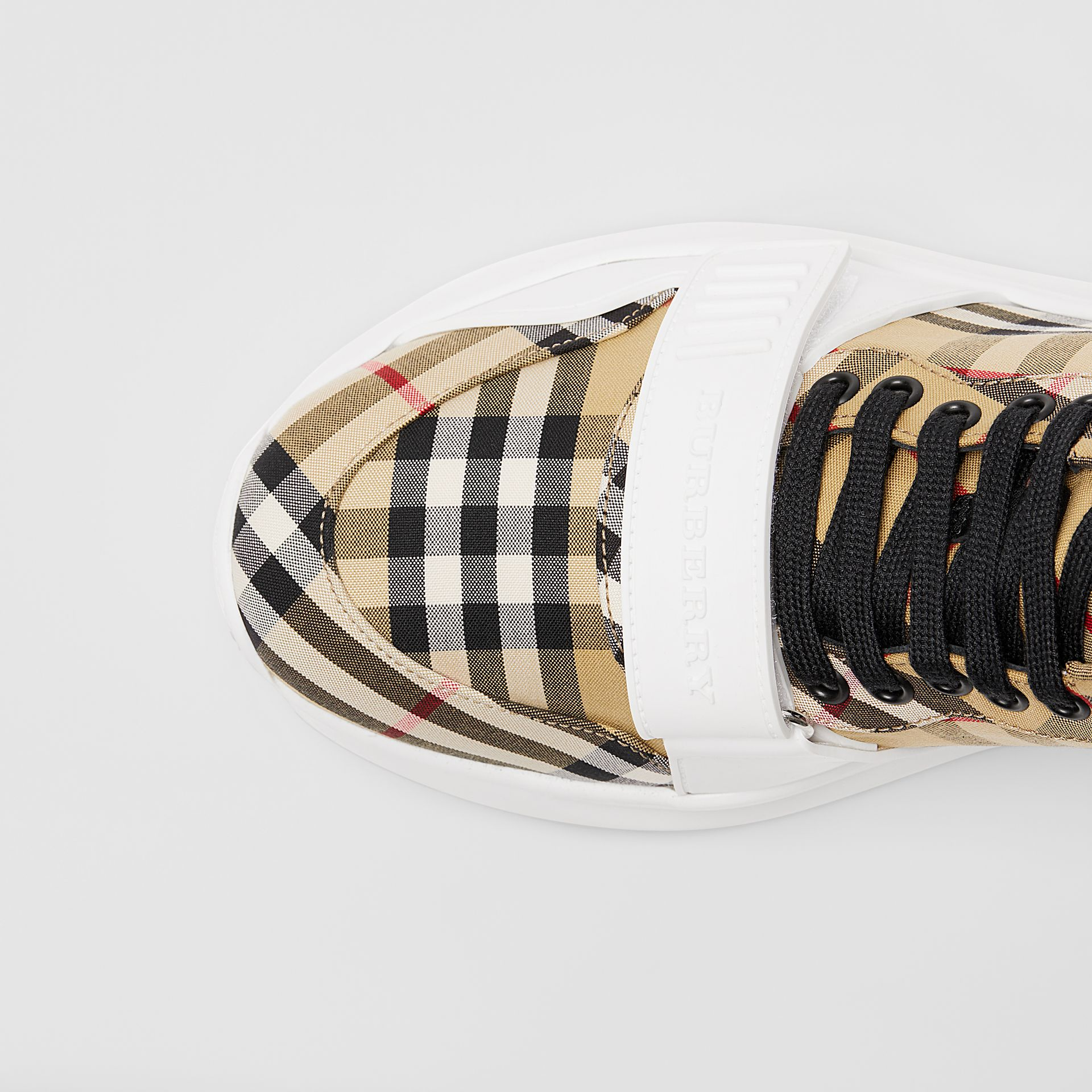 Sneakers montantes à motif Vintage check (Jaune Antique/blanc Optique) - Homme | Burberry Canada - photo de la galerie 1