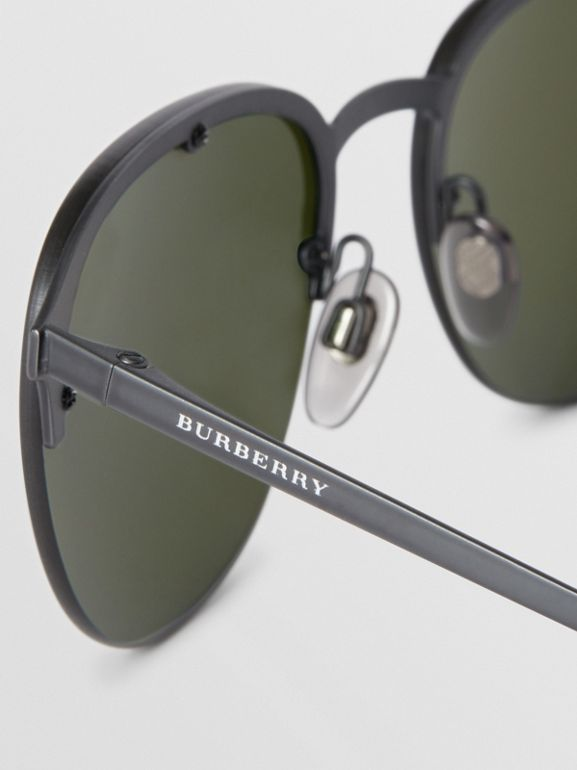 Round Frame Sunglasses in Green - Men | Burberry Hong Kong - cell image 1