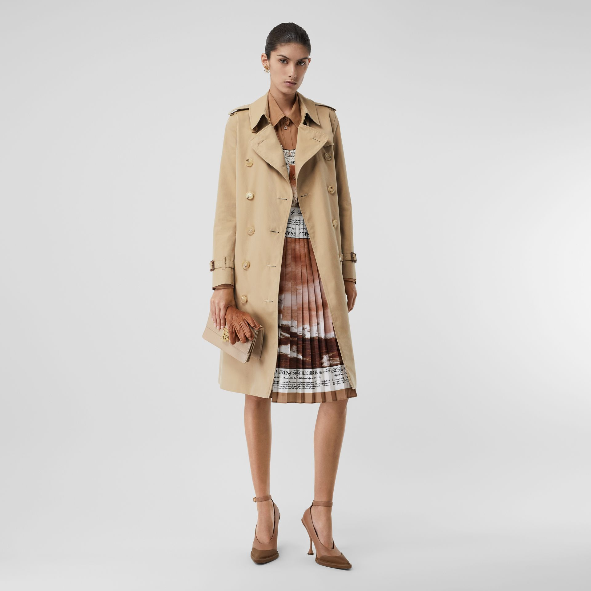 The Long Kensington Heritage Trench Coat in Honey - Women | Burberry United Kingdom - gallery image 6