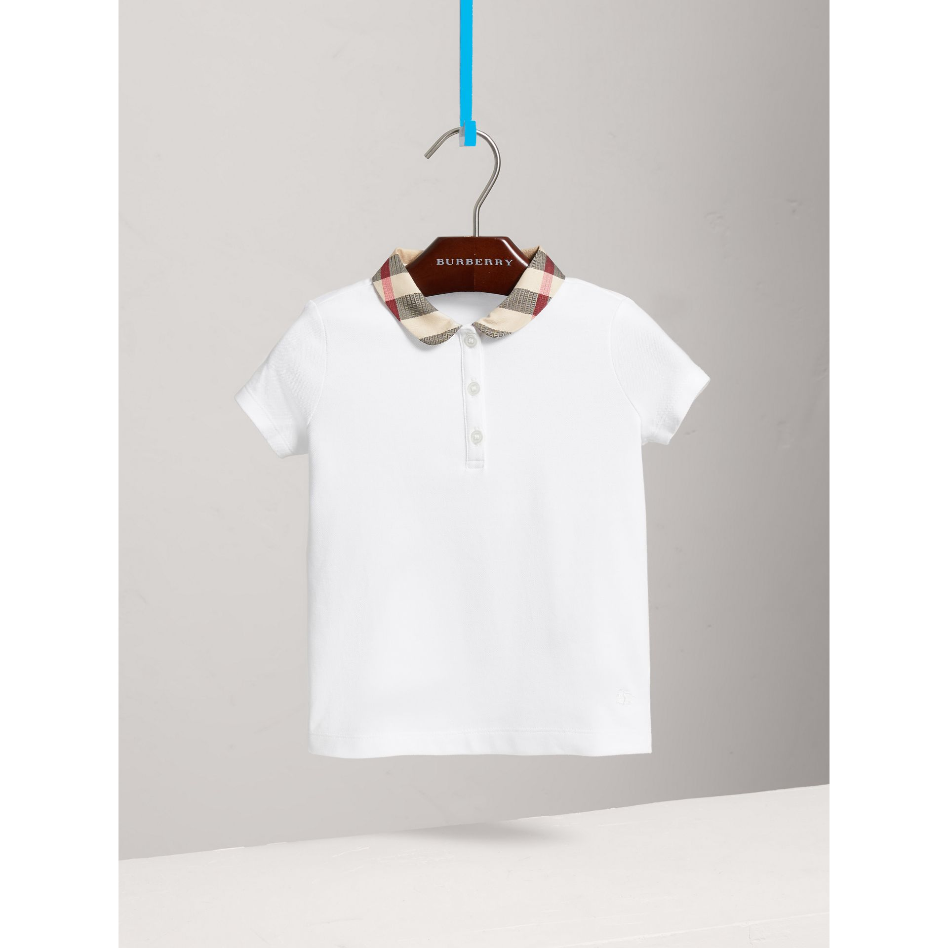 Camisa polo com colarinho xadrez (Branco) - Menina | Burberry - galeria de imagens 2