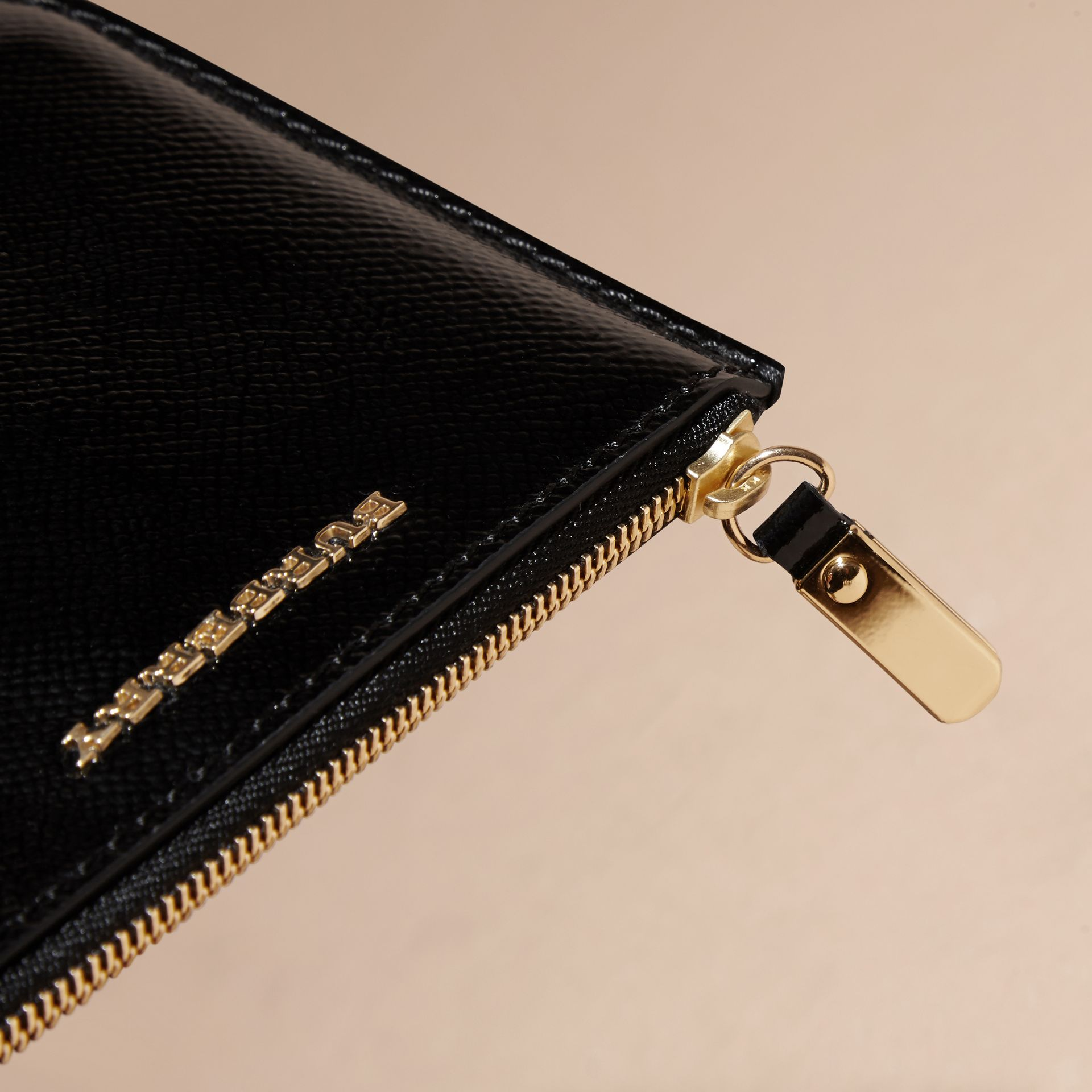 Pochette en cuir London verni - Femme | Burberry - photo de la galerie 2