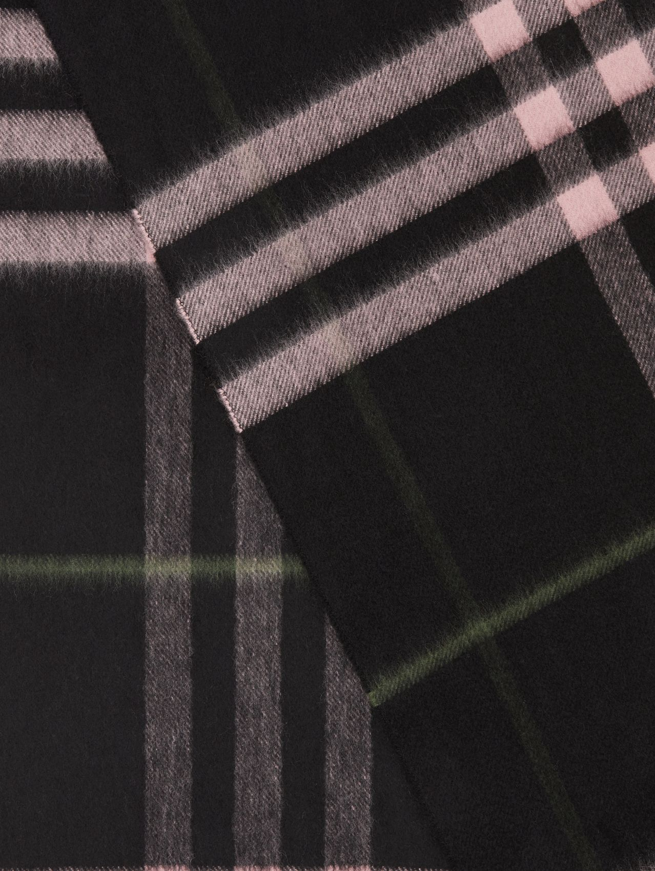 The Classic Check Cashmere Scarf in Black/peony Pink