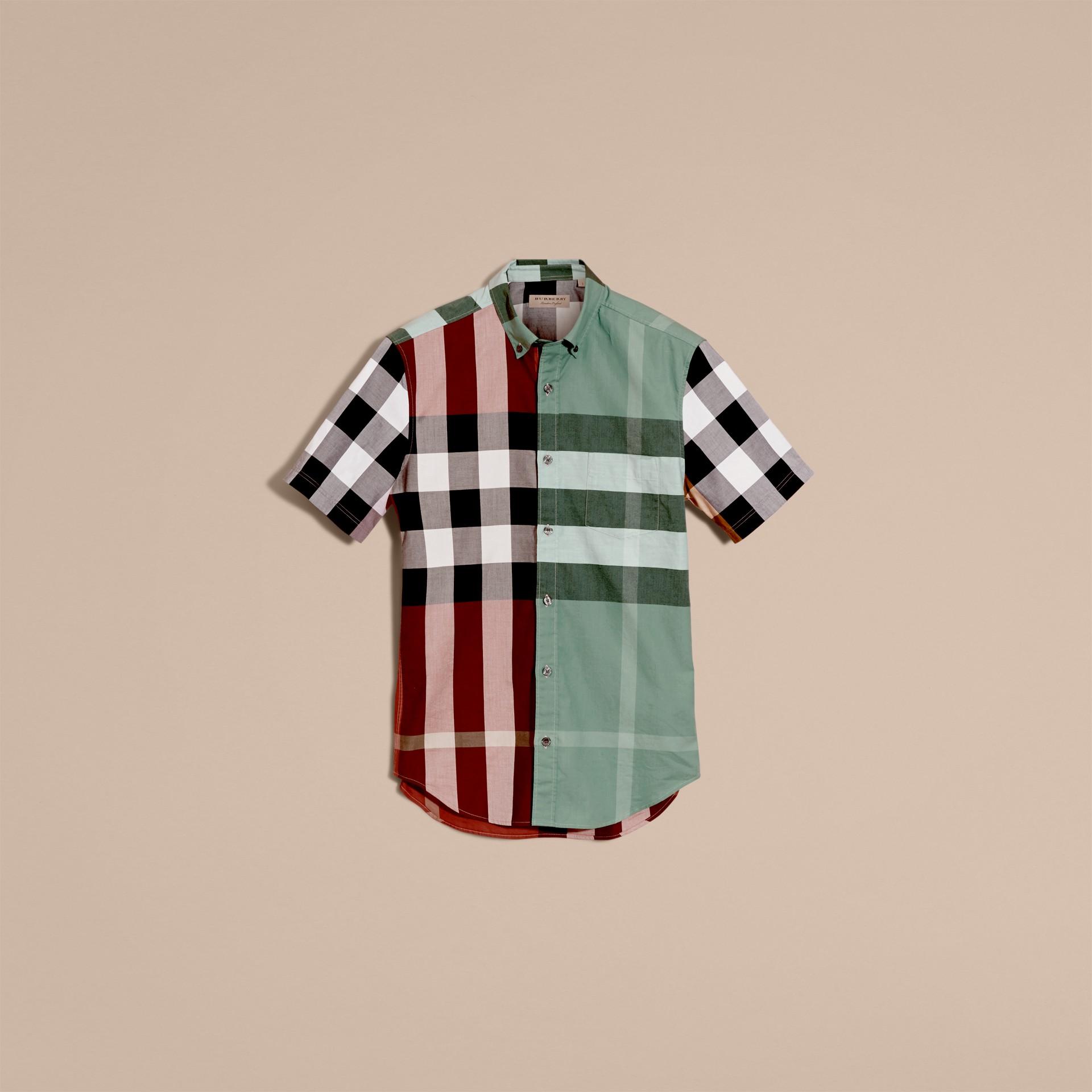 Rosso parata Camicia a maniche corte in cotone con motivo check a blocchi di colore Rosso Parata - immagine della galleria 4
