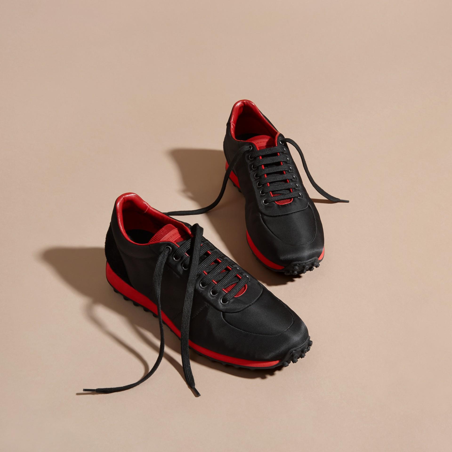 Nero/rosso militare Sneaker tecniche con finiture effetto texture Nero/rosso Militare - immagine della galleria 3