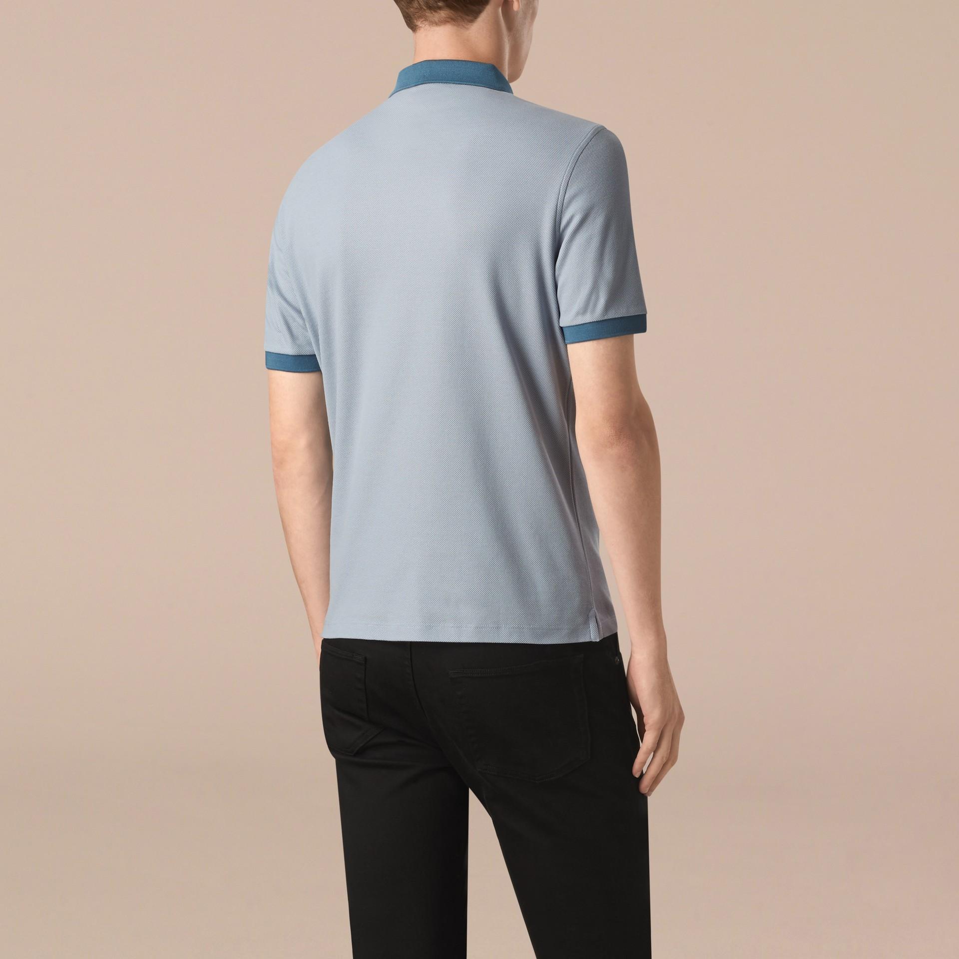 Helles himmelblau/lupinenblau Poloshirt aus mercerisiertem Baumwollpiqué Helles Himmelblau/lupinenblau - Galerie-Bild 2