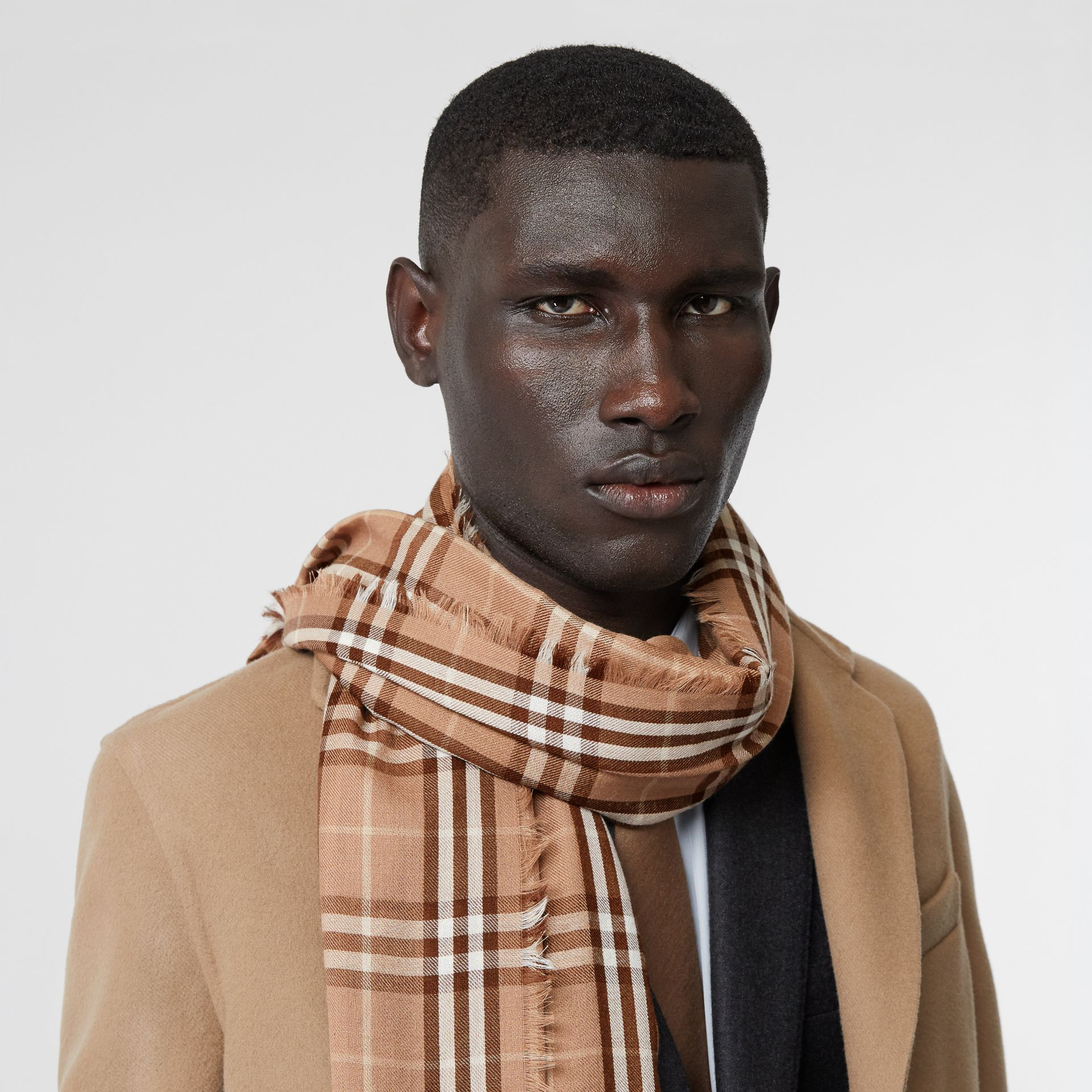 Vintage Check Lightweight Cashmere Scarf in Mid Camel | Burberry United Kingdom - gallery image 3
