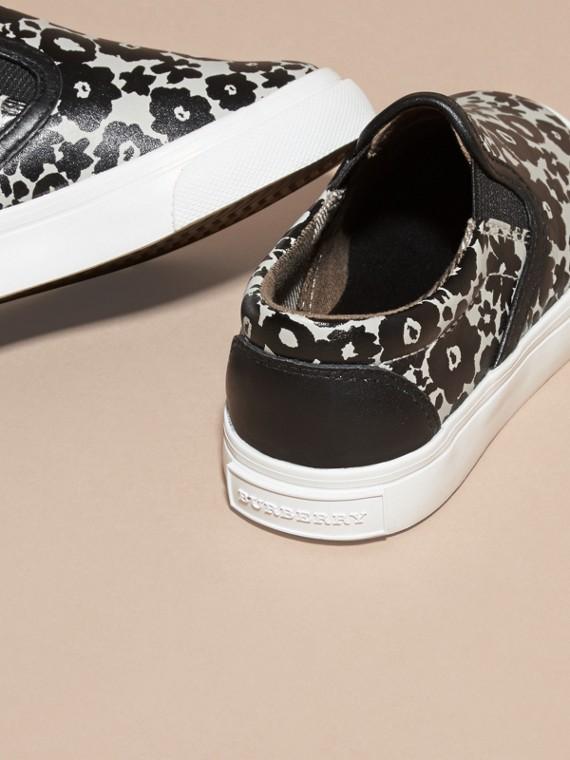 Noir/blanc Sneakers sans lacets en cuir à imprimé floral - cell image 3