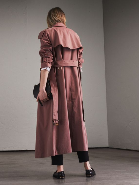 Trench coat in gabardine tropicale (Rosa Antico) - Donna | Burberry - cell image 2