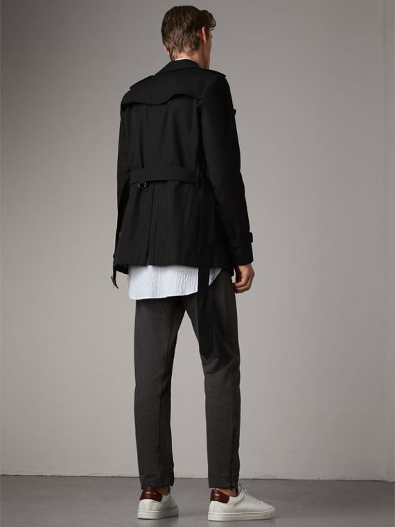 The Sandringham – Short Heritage Trench Coat in Black - Men | Burberry Singapore - cell image 2