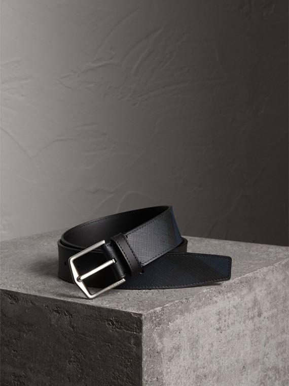 Cinto com acabamento em couro e estampa London Check (Azul Marinho/preto)