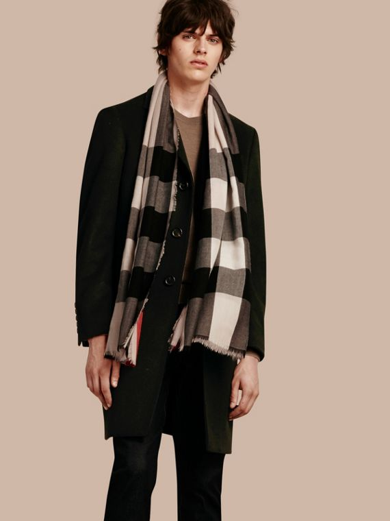 The Lightweight Cashmere Scarf in Check Stone - cell image 3