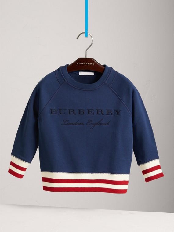 Sweat-shirt en jersey de coton brodé avec base rayée (Bleu Toile)
