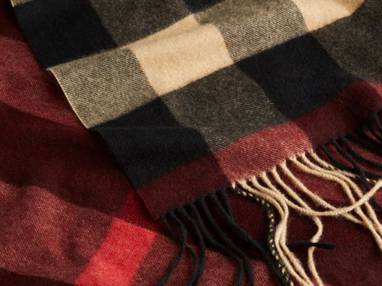 Oversize Check Cashmere Scarf in Claret - cell image 1