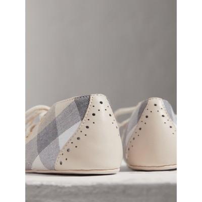 Burberry - Chaussures en cuir et coton à motif check avec franges - 3