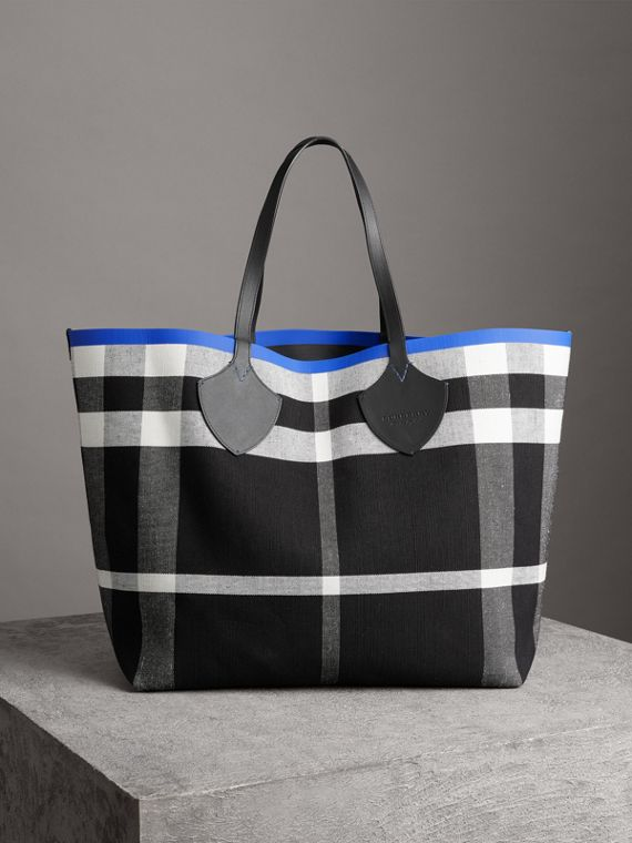 The Giant Reversible Tote in Canvas Check and Leather in Blueberry/black