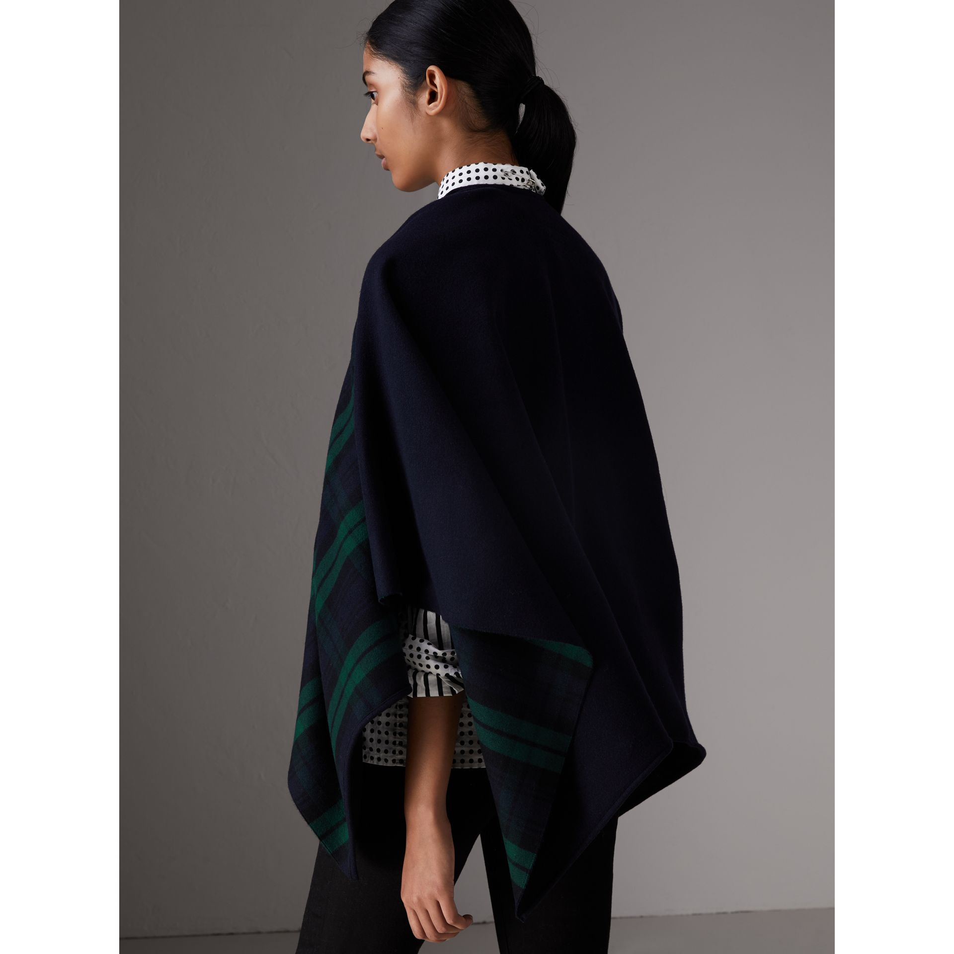 Reversible Cropped Tartan Wool Poncho in Navy | Burberry - gallery image 2