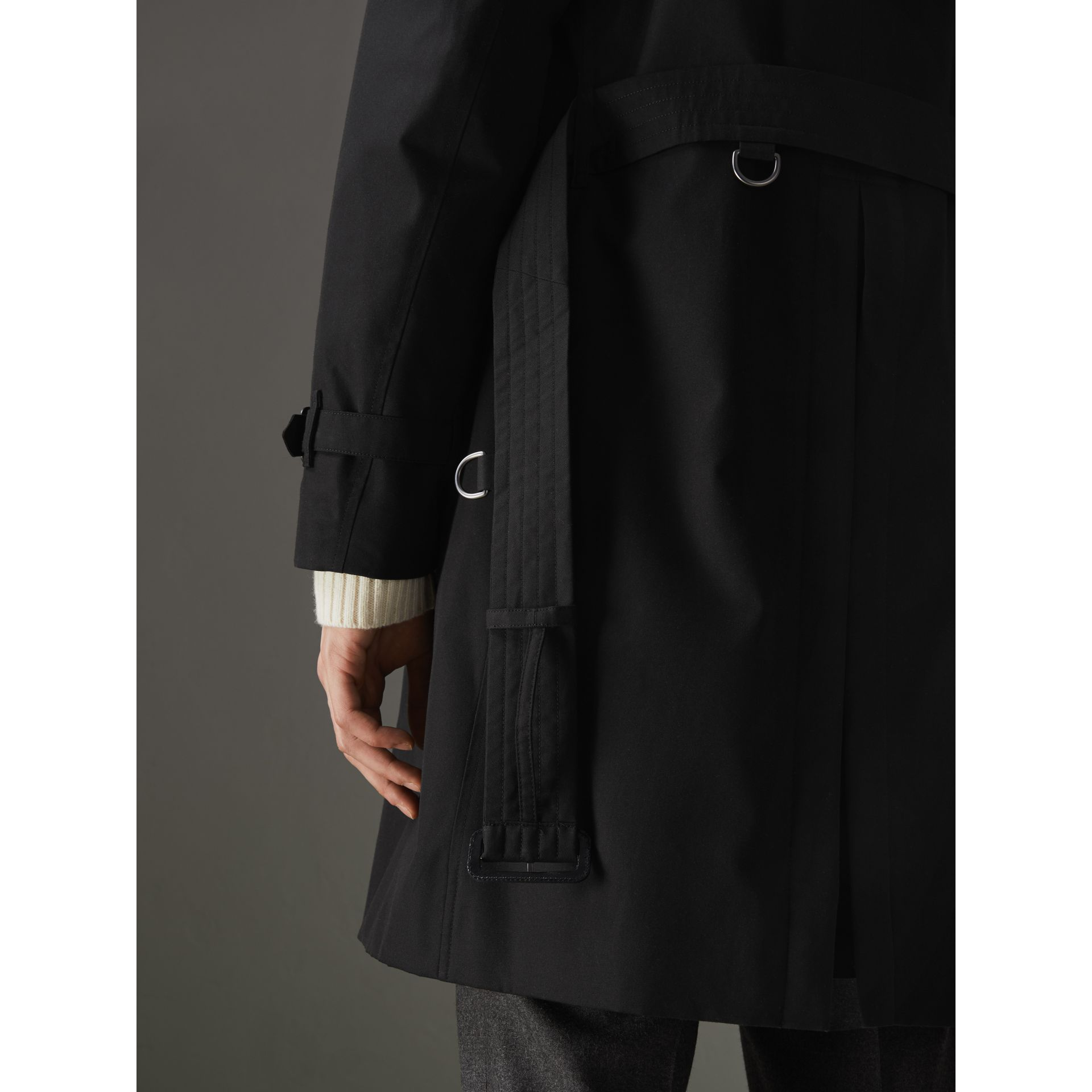 The Chelsea Heritage Trench Coat in Black - Men | Burberry United Kingdom - gallery image 6