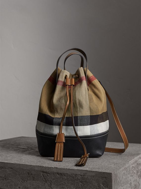 Sac Burberry Bucket moyen en toile Canvas check (Hâle)