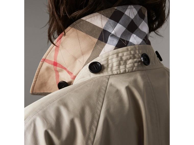 Abrigo tres cuartos en mezcla de algodón con capucha de quita y pon (Piedra) - Mujer | Burberry - cell image 4