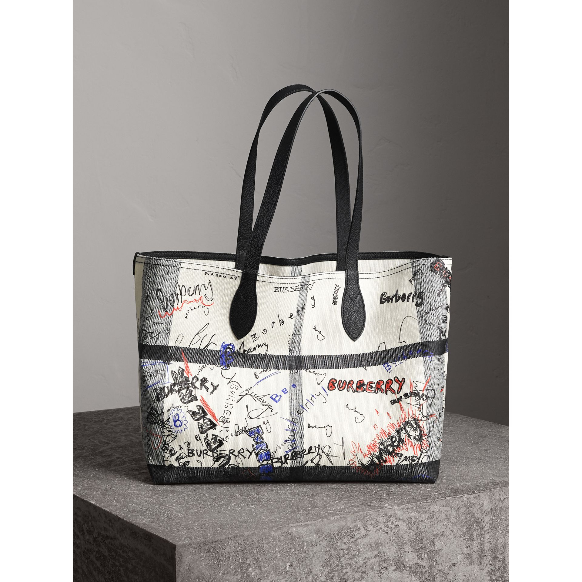 The Medium Reversible Doodle Tote in White/black | Burberry - gallery image 0