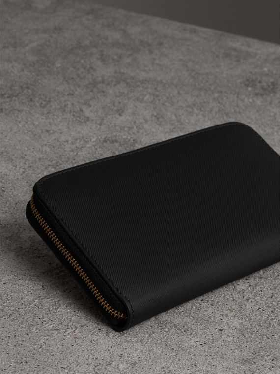 Trench Leather Ziparound Wallet in Black - Women | Burberry Australia - cell image 2