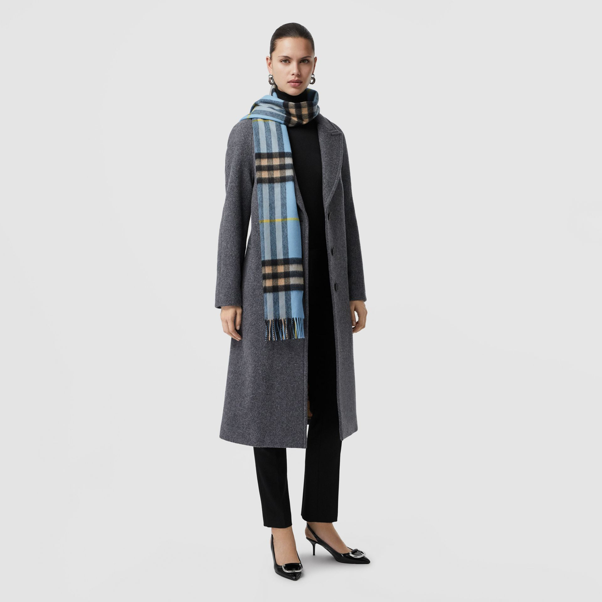 The Classic Cashmere Scarf in Check in Pale Blue Carbon | Burberry United Kingdom - gallery image 2