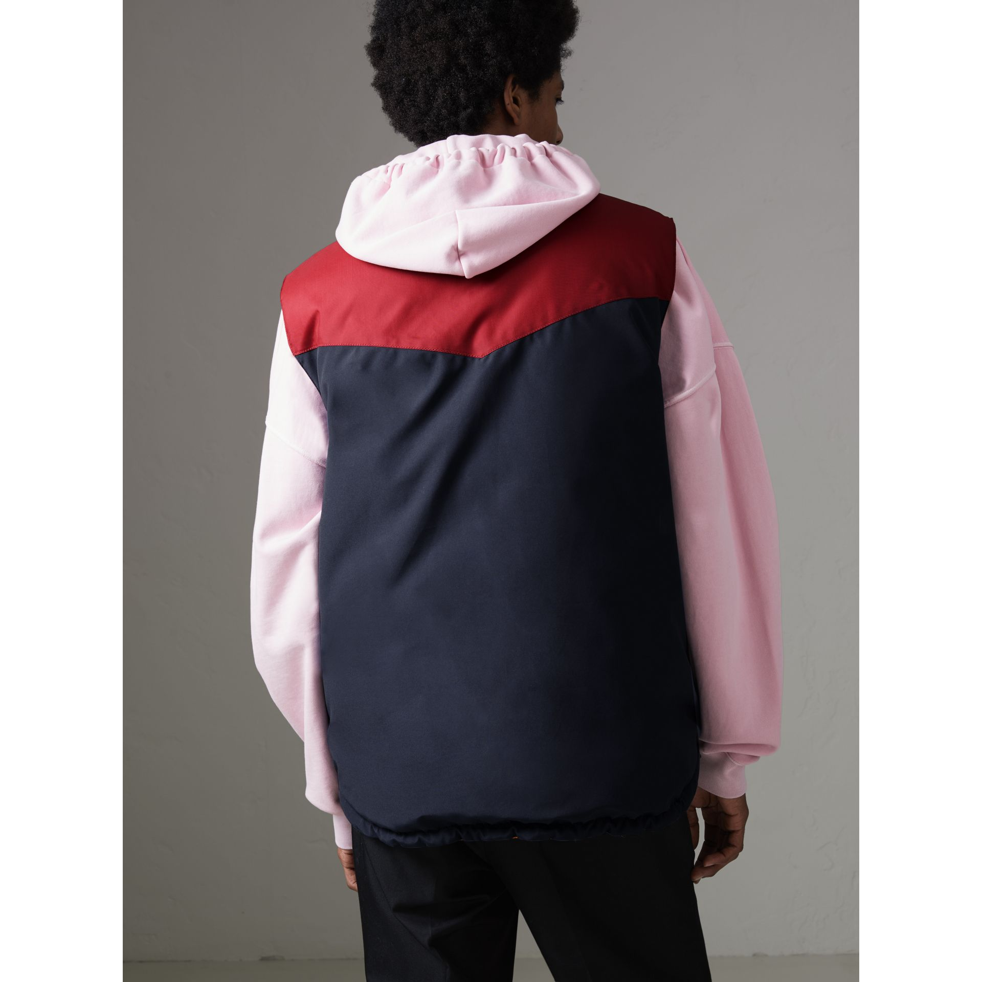 Veste sans manches réversible color-block (Marine) - Homme | Burberry - photo de la galerie 2