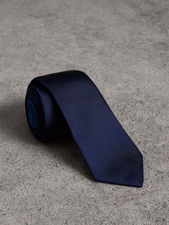 Slim Cut Check Silk Twill Tie in Navy