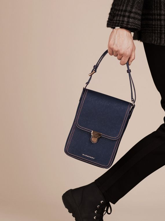 Navy scuro The Satchel piccola in pelle effetto texture - cell image 2