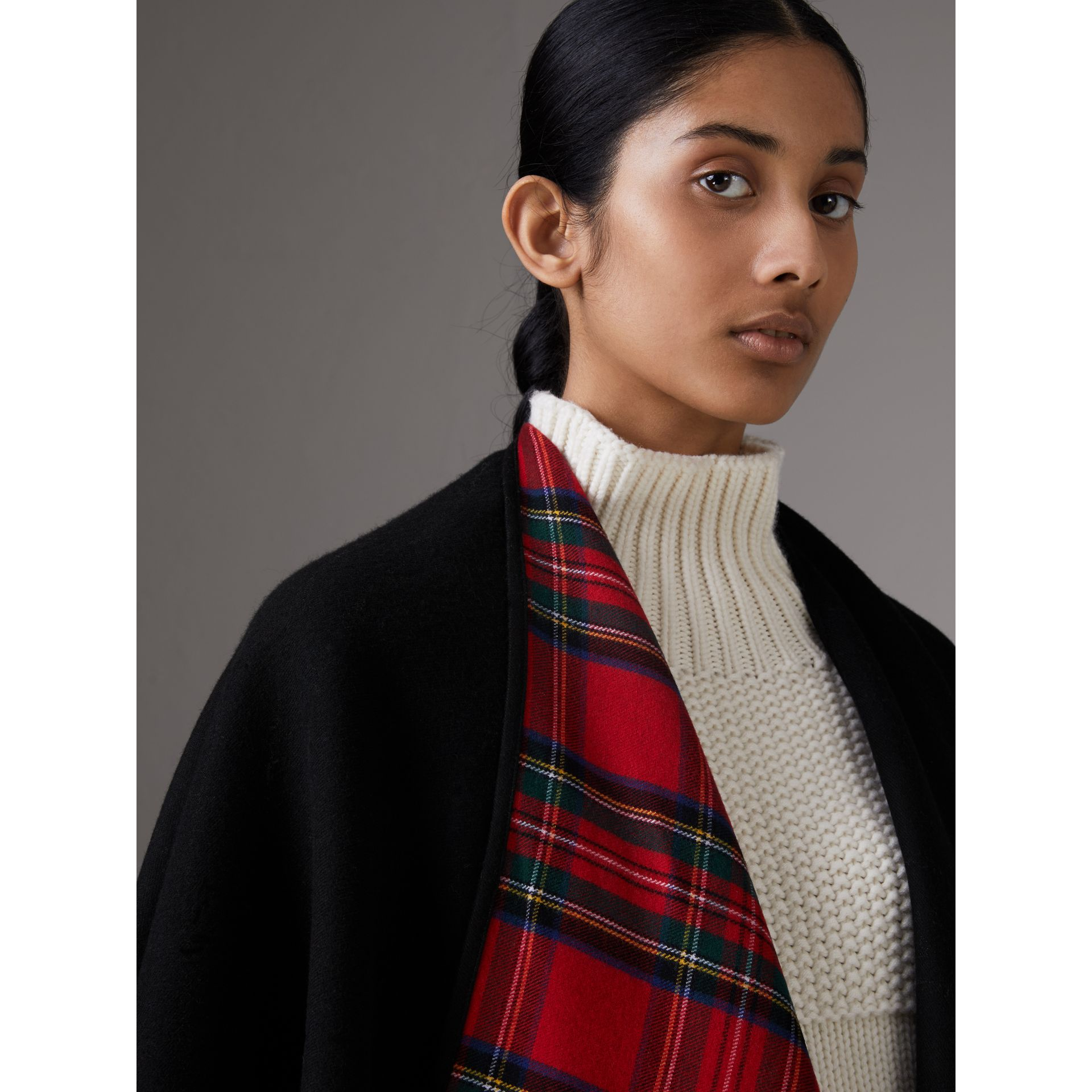 Reversible Cropped Tartan Wool Poncho in Black | Burberry Singapore - gallery image 4