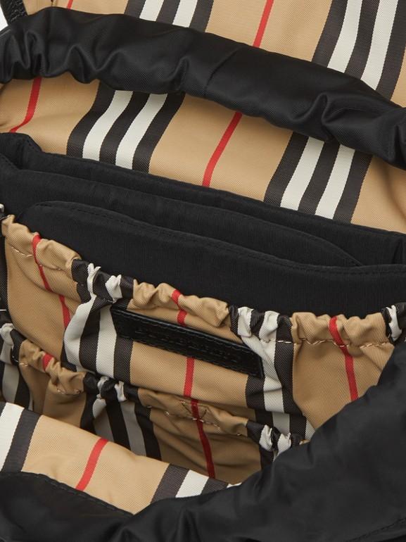 レザートリム ナイロン ベイビーチェンジング バックパック (ブラック) - チルドレンズ | バーバリー - cell image 1