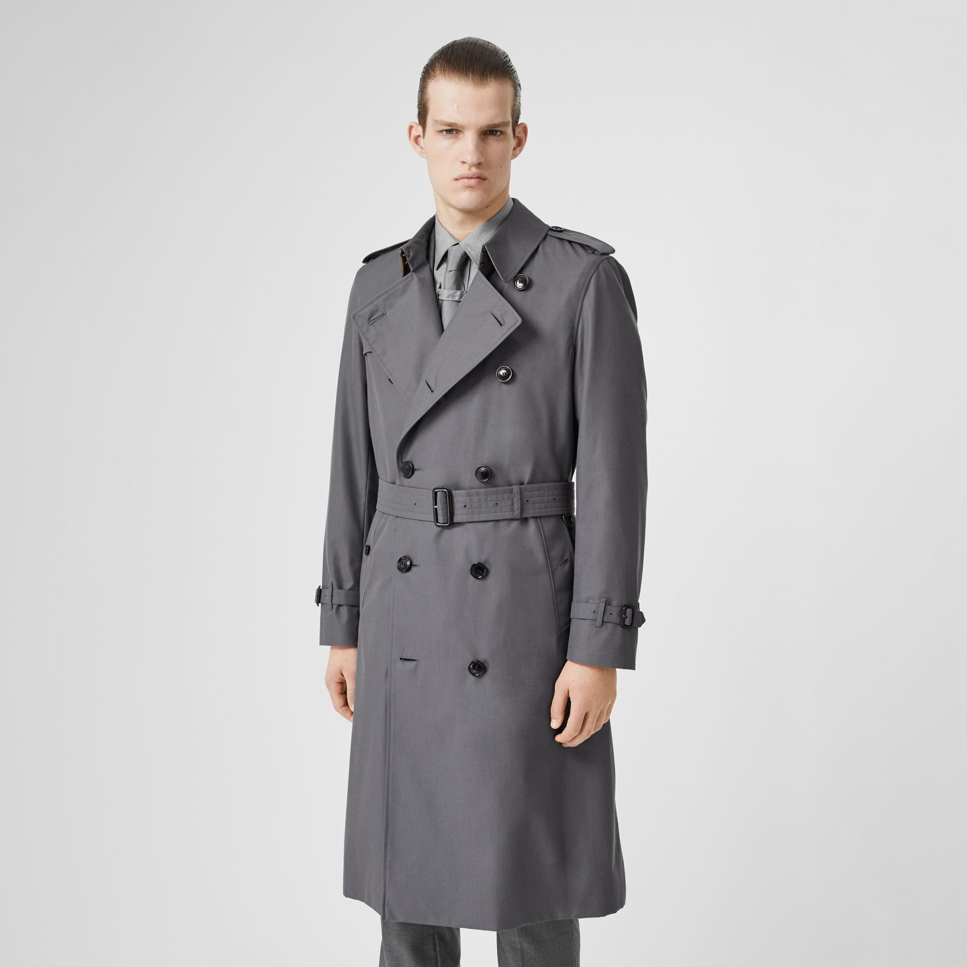 The Long Chelsea Heritage Trench Coat in Mid Grey - Men | Burberry United Kingdom - gallery image 7