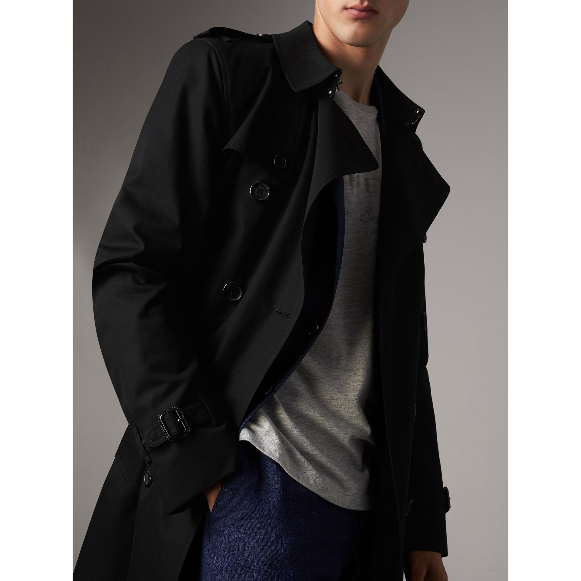 The Kensington – Mid-length Trench Coat in Black - Men | Burberry - gallery image 4