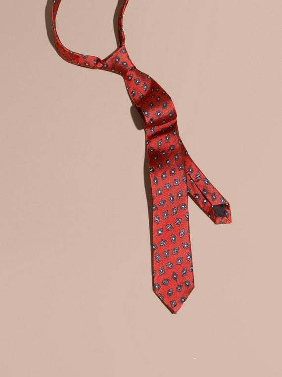 Cravatta dal taglio moderno in twill di seta con stampa geometrica