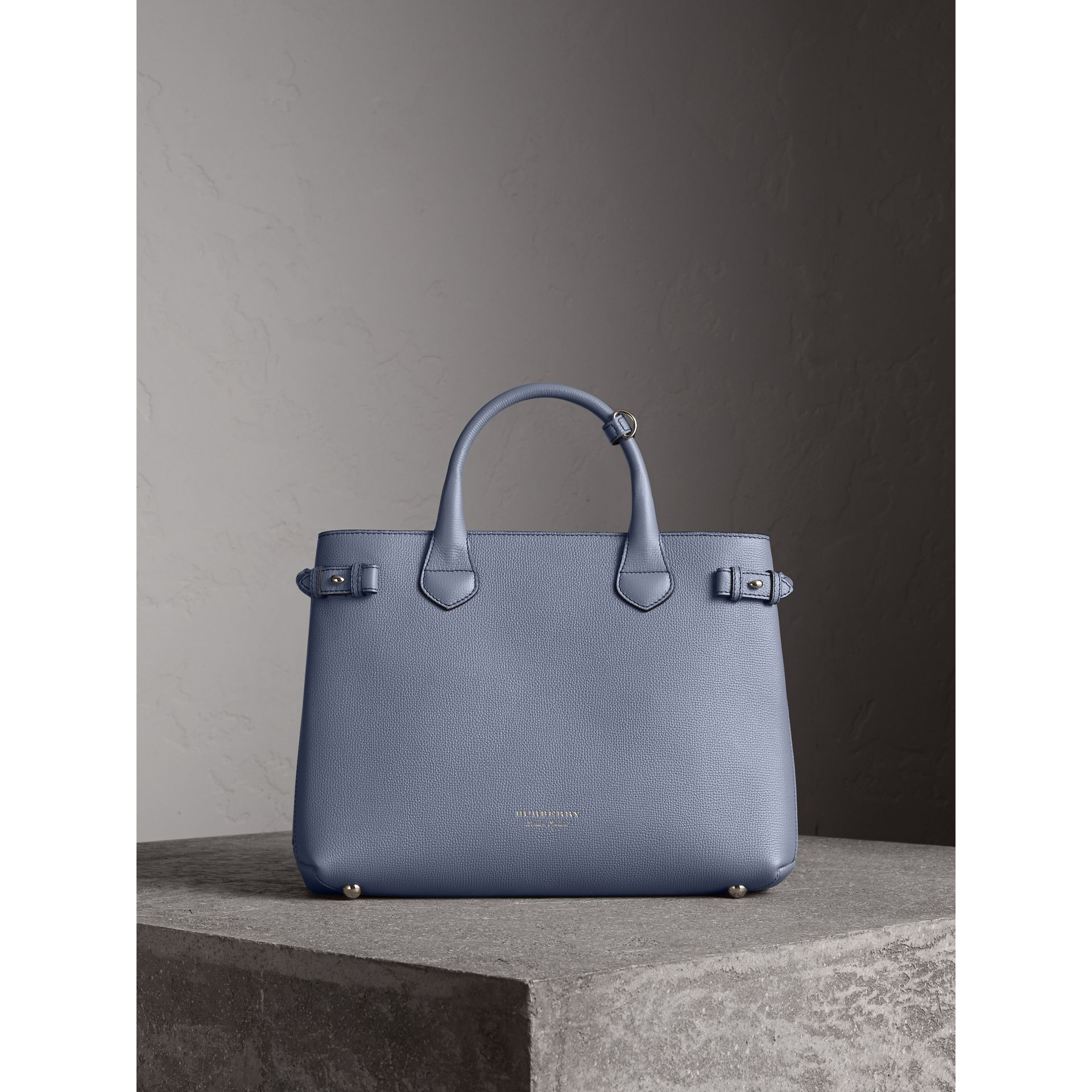 Sac The Banner medium en cuir et coton House check (Bleu Ardoise) - Femme | Burberry - photo de la galerie 8