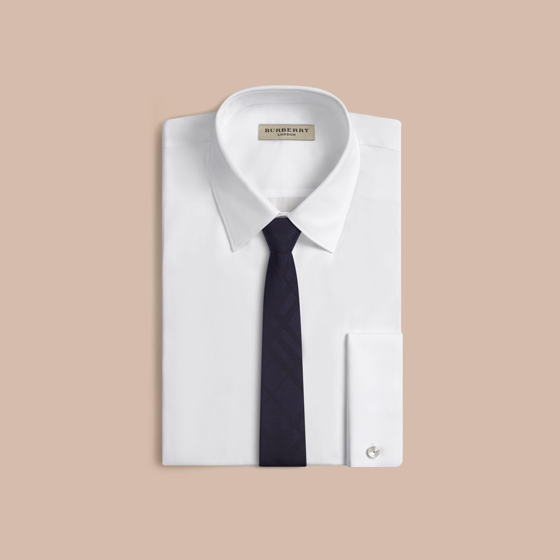 海軍藍 窄版格紋絲質領帶 海軍藍 - 圖庫照片 3
