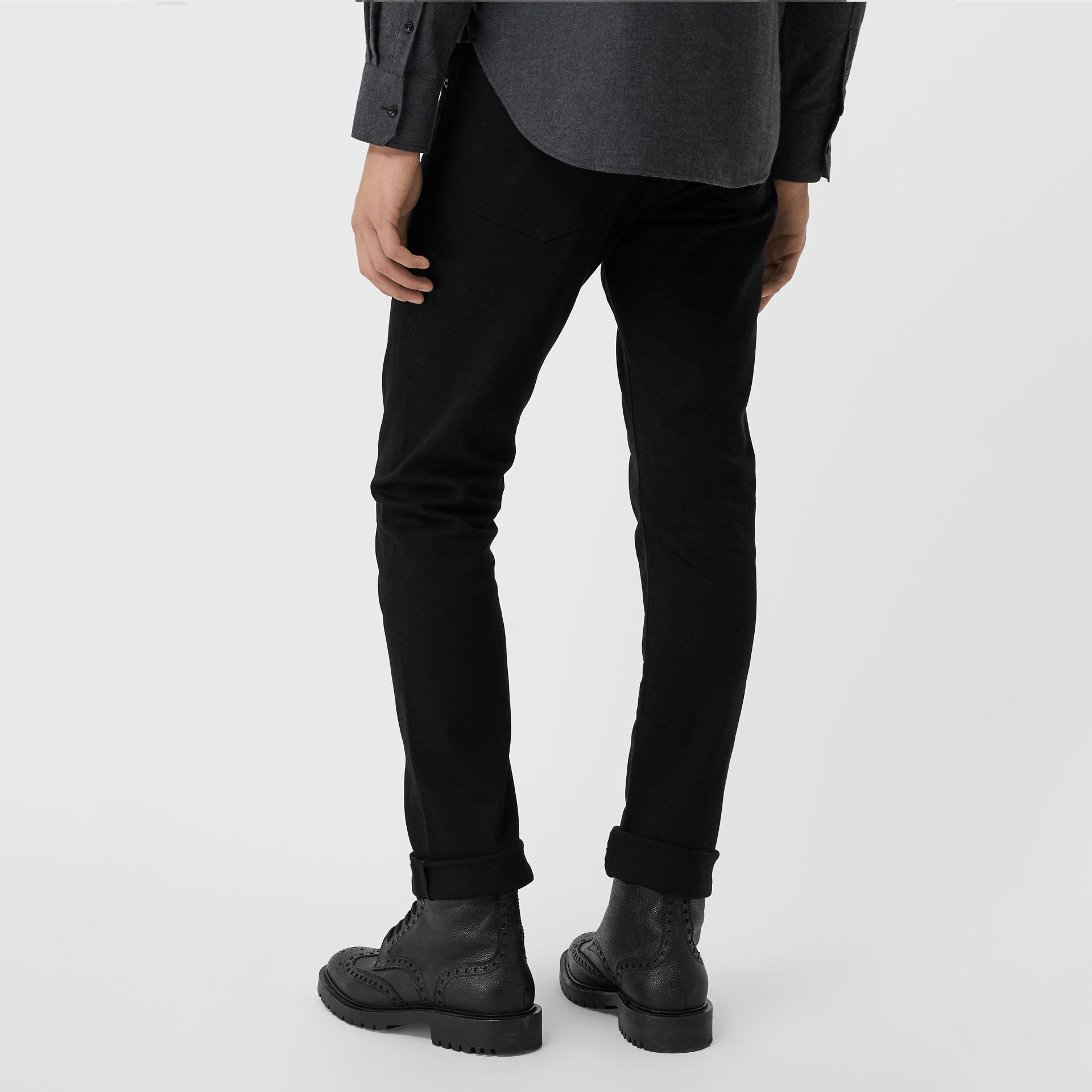 Jean denim extensible de coupe droite (Noir) - Homme | Burberry Canada - photo de la galerie 2