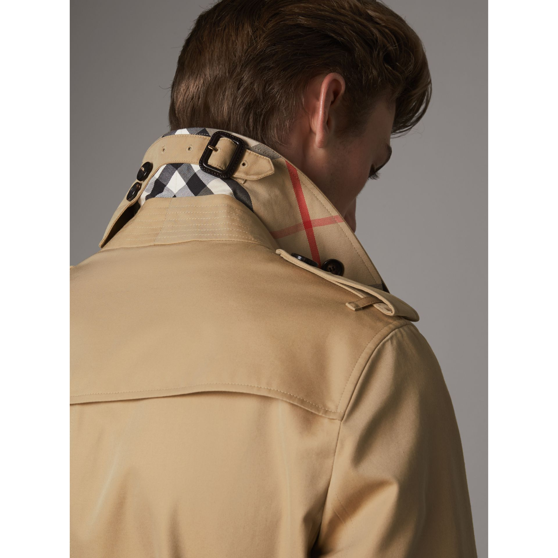 The Chelsea – Short Heritage Trench Coat in Honey - Men | Burberry Australia - gallery image 2