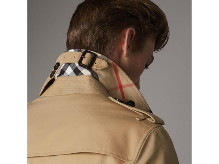 The Chelsea – Short Heritage Trench Coat in Honey - Men | Burberry Australia - cell image 1
