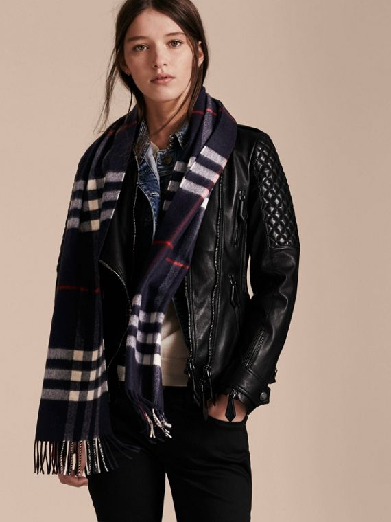 The Classic Cashmere Scarf in Check Navy - cell image 2